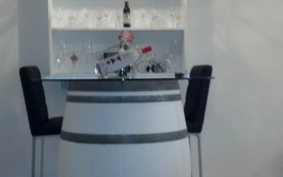 שולחן בר על בסיס חבית יין
