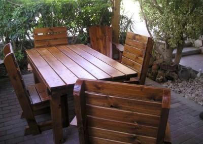 שולחן חצר מעץ מלא
