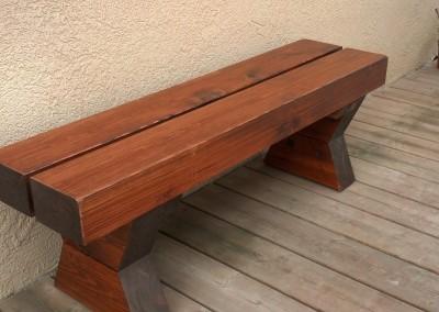 ספסל מעוצב מעץ